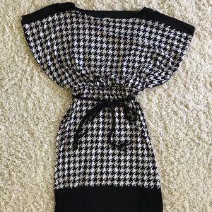 Sangria Houndstooth Dress. Size 8